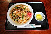 ごま味噌ぜんまい焼きそばで有名な大丸食堂。西和賀町民の中でもファンの多い連日大盛況のお店です。
